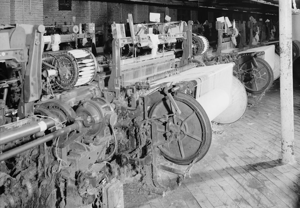 Draper Northrop loom with filling-changing battery